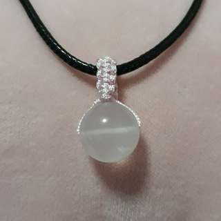 🏵Madagasca Rose quartz pendant(马粉晶吊坠) set in Macrame, Simple and nice. Bead size 14mm. Include Rope chain.