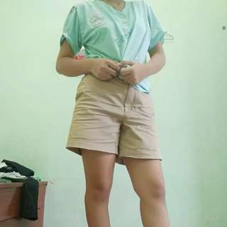 Celana pendek krem