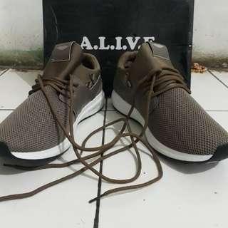 Sepatu MADDOX