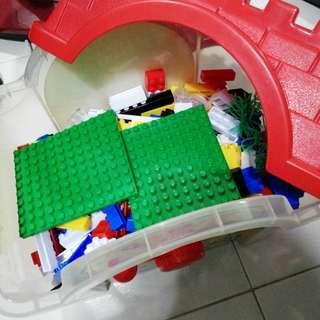 Lego (but not Lego)