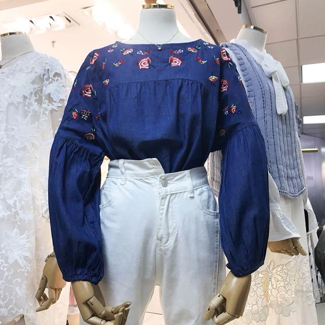2018春裝新款花朵刺繡圓領寬鬆燈籠袖牛仔襯衫 女上衣
