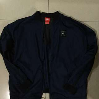 AUTHENTIC NIKE GOLF JACKET NEVER BEEN USED  P700.00