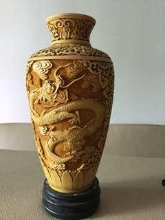 Antique vase Dragon