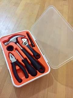 Minimalist toolbox