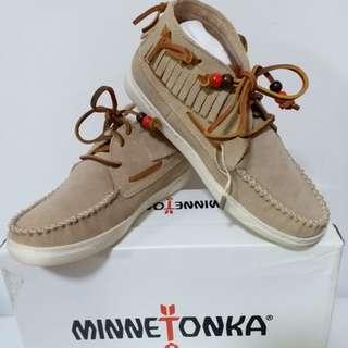 Minnetonka pisa ankle boots