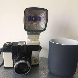 🚚 :: LOMO黛安娜底片機 附贈閃光燈 DIANA F+二手 & 全新IKEA質感灰筆筒 牙刷杯 裝飾品::