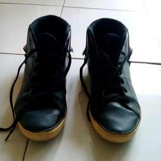 Sepatu tomkins hitam corak