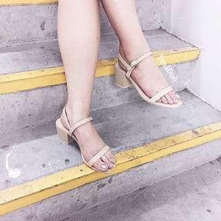 Repriced.Nude block heels sizes7& 8