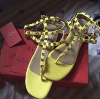 Valentino Rockstud Noir Flat Thong Sandal Size 7-8