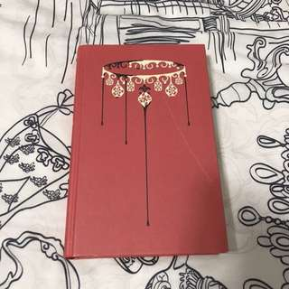 Red Queen - Victoria Aveyard Book (Collector's Edition)