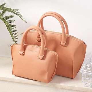 Hand bag w/ sling 💃🏼zipper 👉🏻 2 size medium (35x24x13cm) small (27x17x11cm)