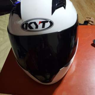 KYT white helmet with BEON carrier bag