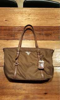 Prada Tessuto BR 4253 Tote in Corinto  Lightweight and suitable for everyday
