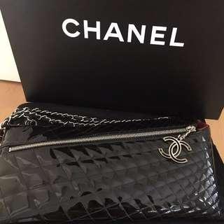 Chanel漆皮包