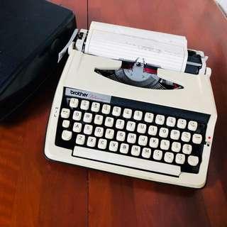 打字機 vintage 古董老物 還可用
