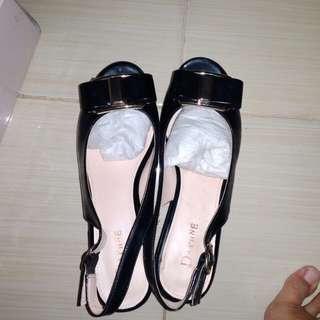 Sepatu high heels hitam daphne kondisi 98%