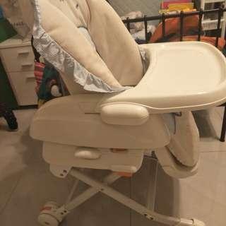 Combi 餐搖椅 手動版 狀況良好 乾淨 無損壞 送防水吃飯圍兜 學習杯組