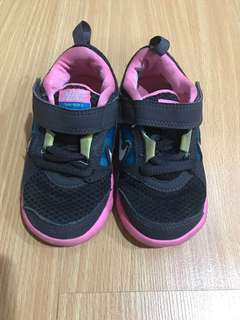 Nike pink rubber shoes size 6.5