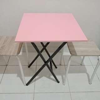 Last offer Meja pink lipat dengan 2 kursi kayu plywood