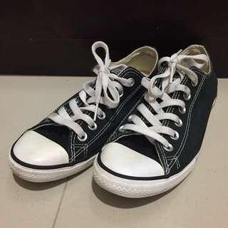 Converse size 37