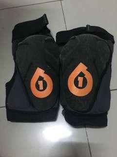 661 knee guard