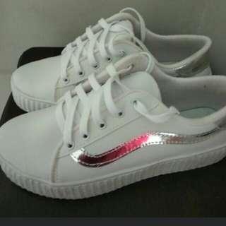 Sepatu cats putih jual rugi