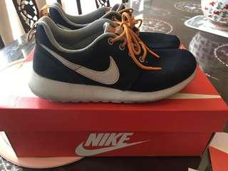 REPRICED!!!💯 Authentic Nike Roshe Run