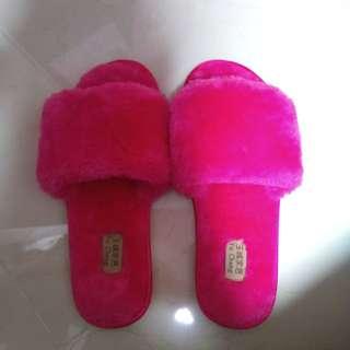 Slip on slipper (BN new)