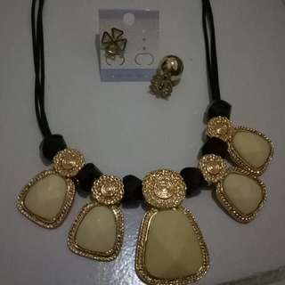 Set Kalung dan Anting