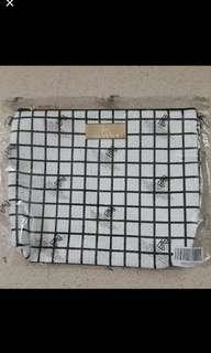 BKK grid sling bag