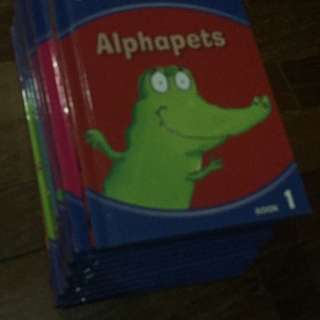 Pre-loved phonics books x 12