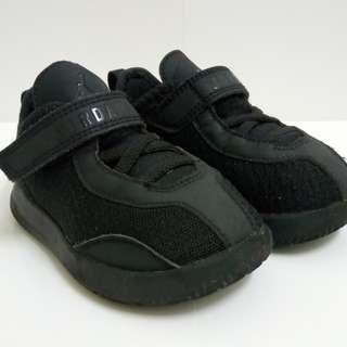 Sneaker: Air Jordan Reveal Black
