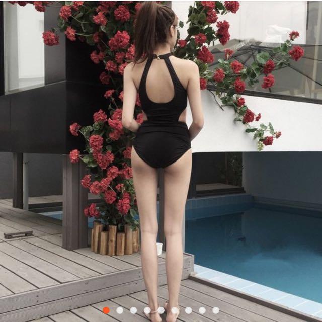挖背連身泳裝