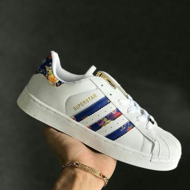 best service d9b65 65284 Adidas Superstar Flower