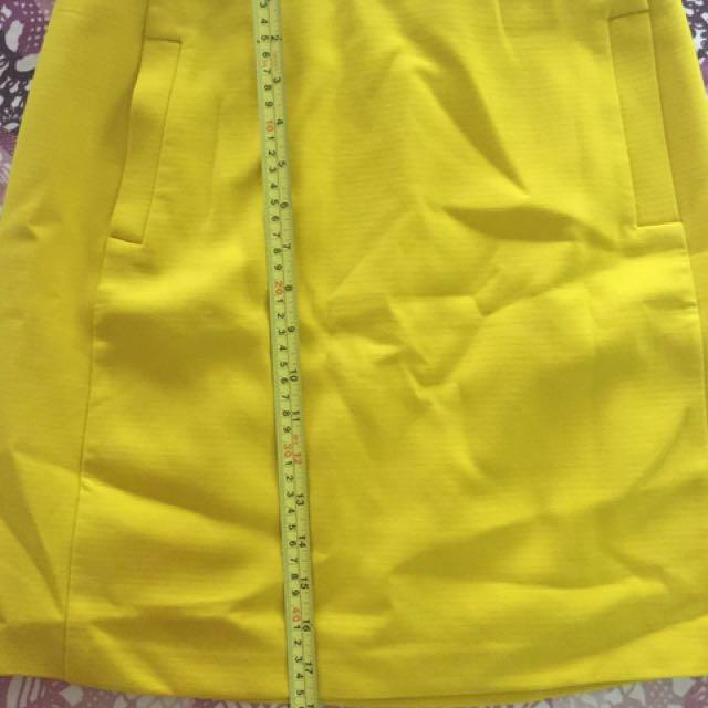 36a193eb39 Banana Republic yellow skirt, Women's Fashion, Clothes, Dresses & Skirts on  Carousell