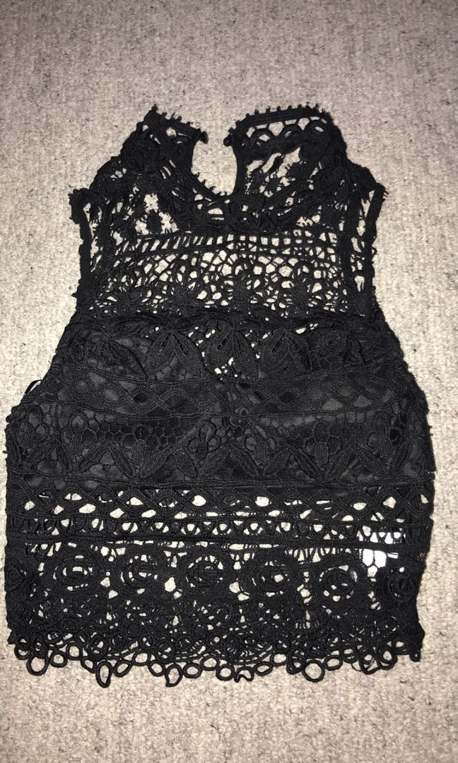 Black lace crop too size 8 / s