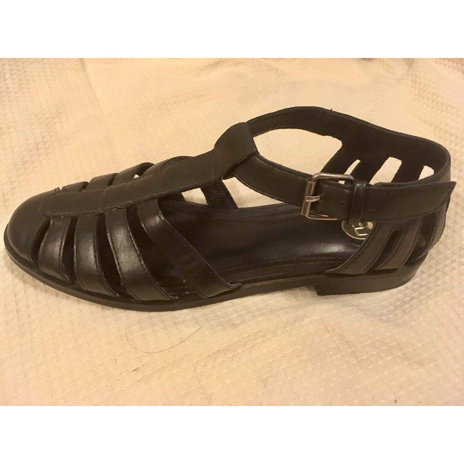 BNWOT Zu Aston Black Sandal