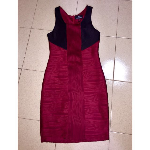 BNWT DOUBLEWOOT Textured Maroon and Black Bodycon Dress