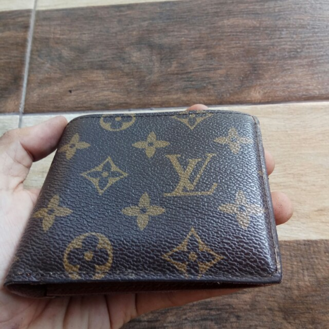 Dompet louis vuitton with serial number