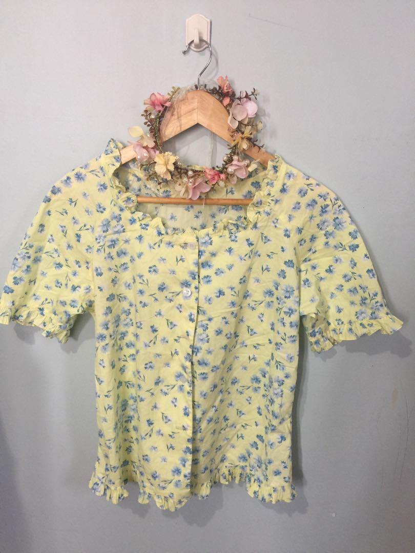 floral blouse med-large