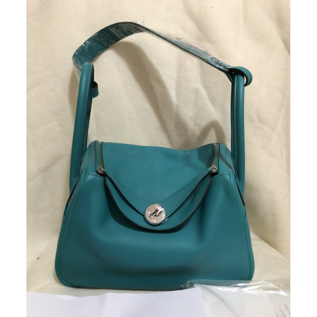 HERMES blue poan veau swift lindy 26cm bag (stamp X - 2016)
