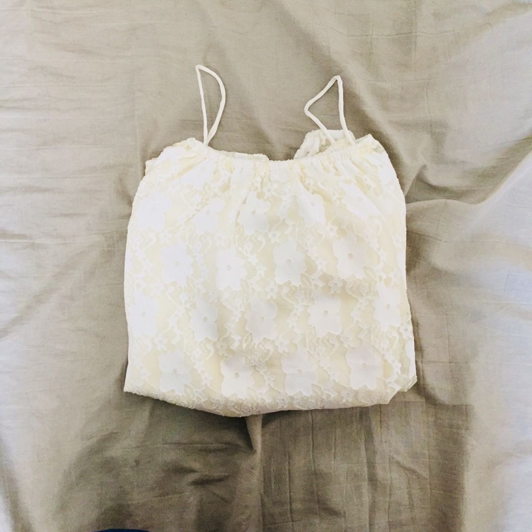 LACED OFFSHOULDERS