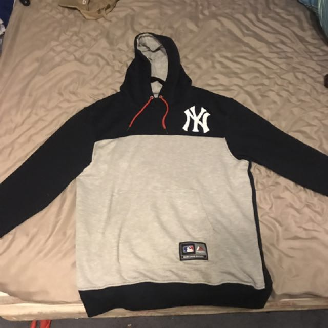 Large Yankees hoodie