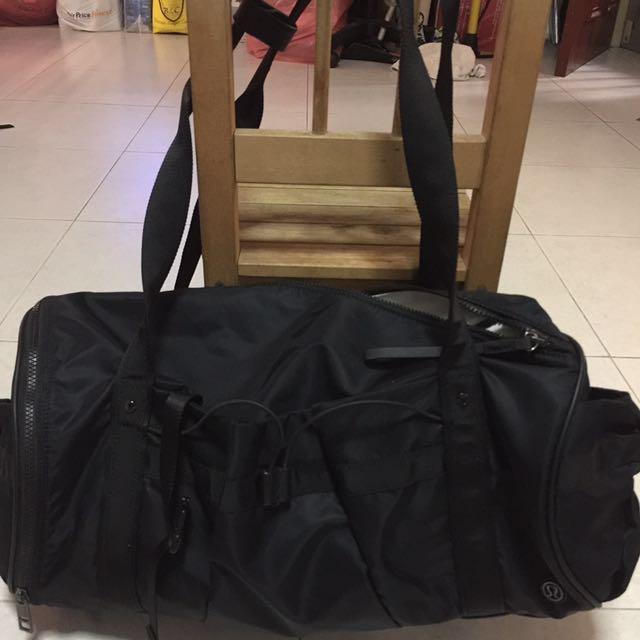 c46afb24a0 Lululemon duffel gym bag (Black)