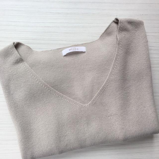 Meier q. V領針織毛衣 淺灰色毛衣 #超取再七折