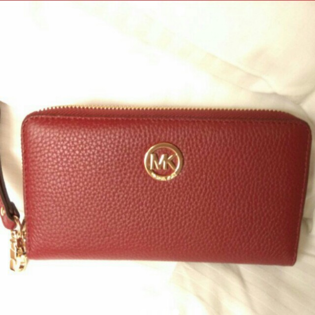 4fae3132c419 Michael Kors Wallet with strap, Luxury, Bags & Wallets on Carousell