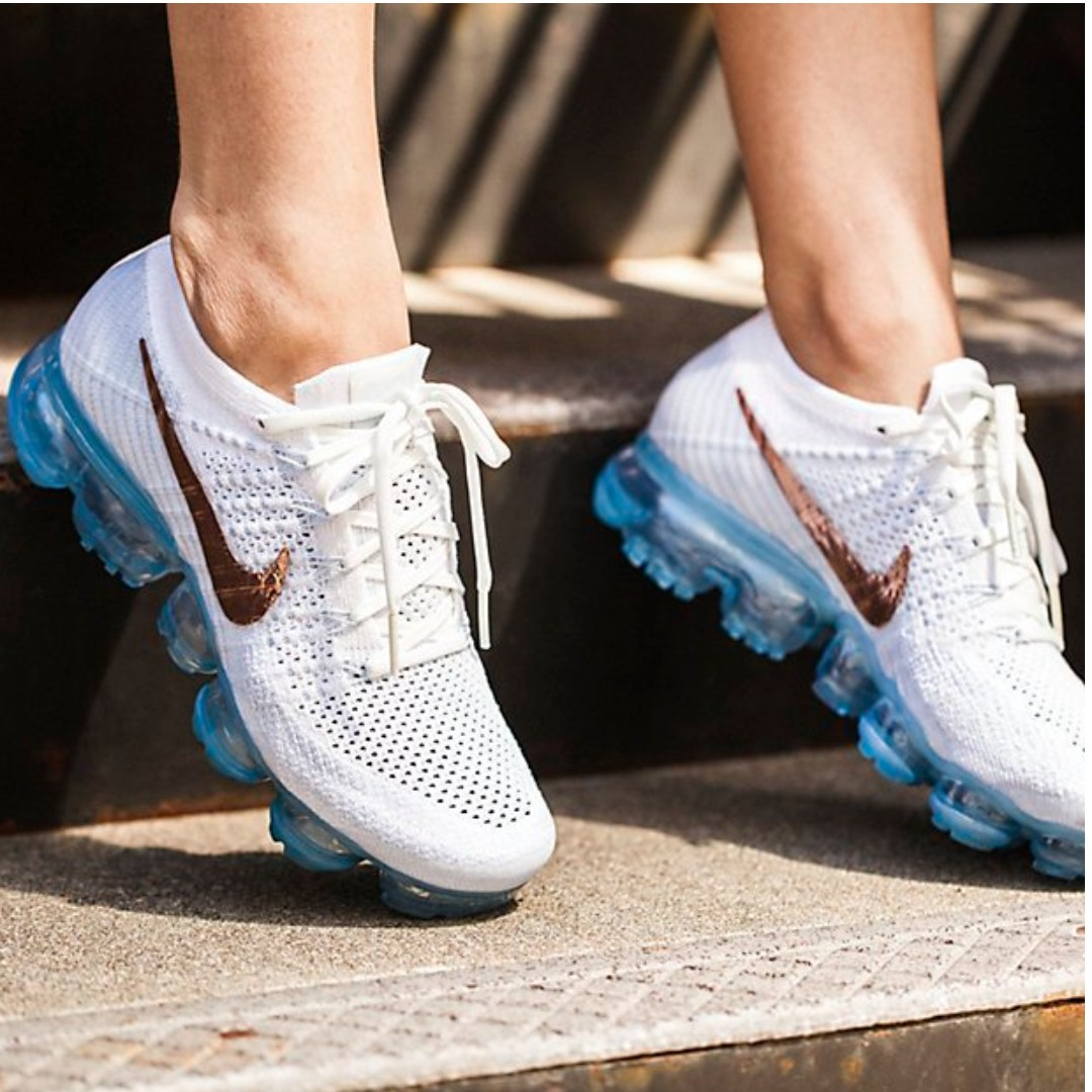 A pie Implacable Mancha  💫Nike Vapormax w/ Rose Gold Swoosh, Women's Fashion, Shoes on ...