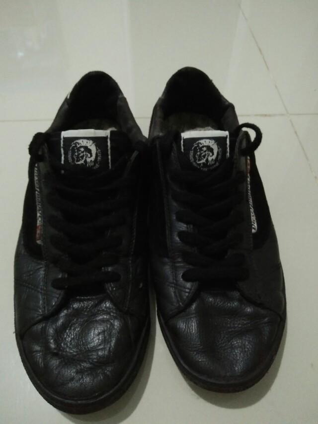 Sepatu diesel original