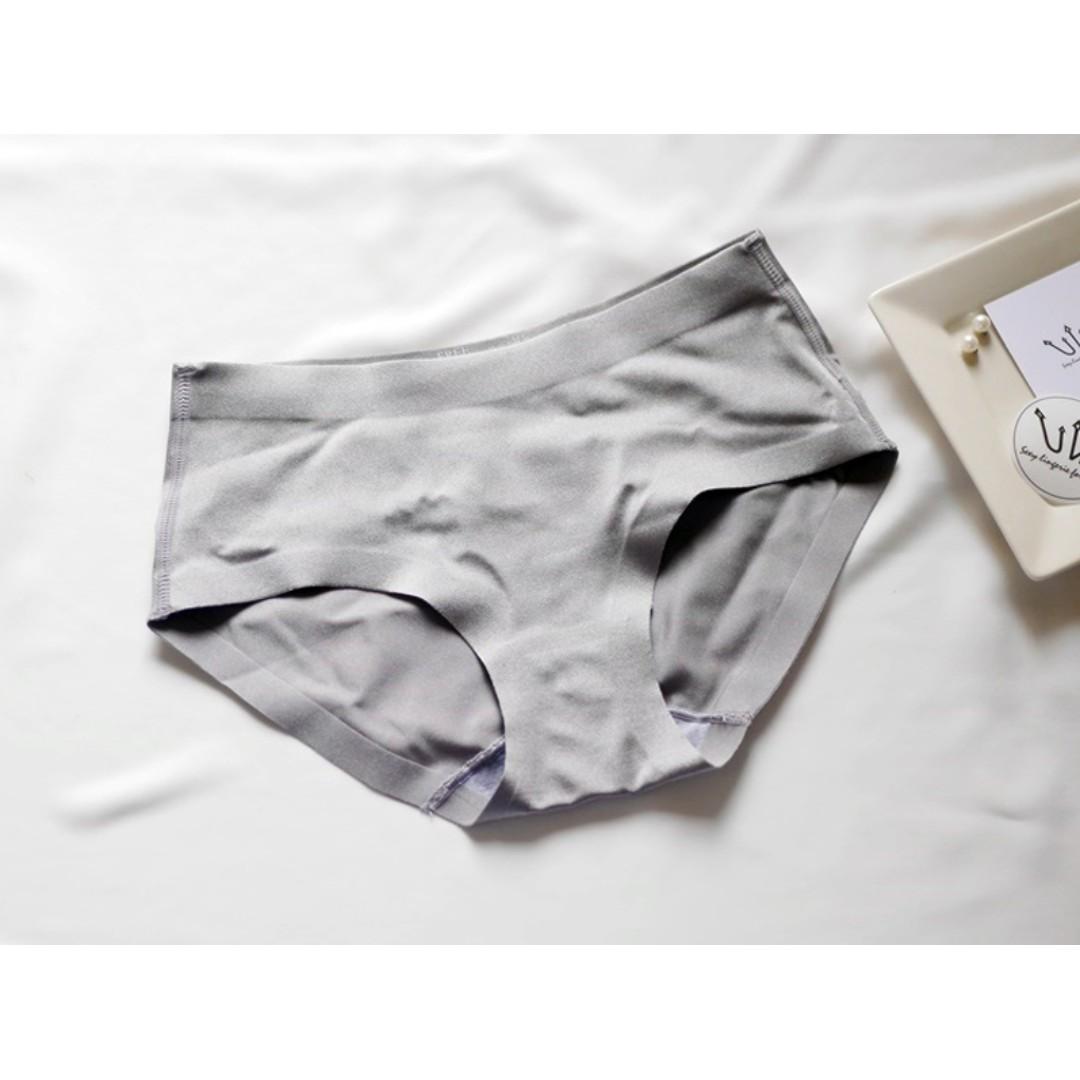 UnderWar歐美風格_城市的褲_舒適絲滑珠光無痕隱形包臀三角褲 內褲 黑色 灰色