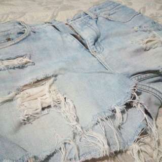 PRELOVED RIPPED JEANS SHORT